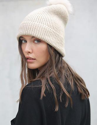 Bonnet à pompon tricoté en fil recyclé